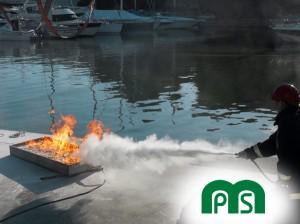 Prácticas con Extintor Polvo MPS Formación en Seguridad Marina